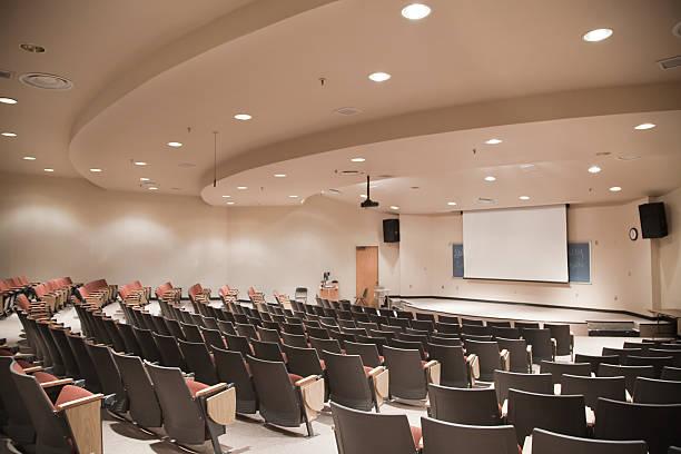 Sala de aula de universidade - foto de acervo