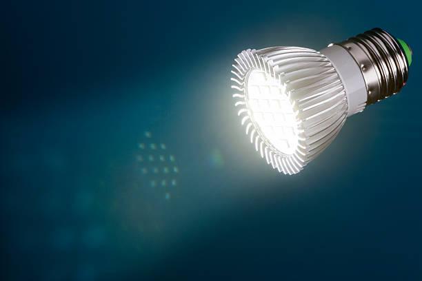 led light with  flare in beam - glühbirne e27 stock-fotos und bilder