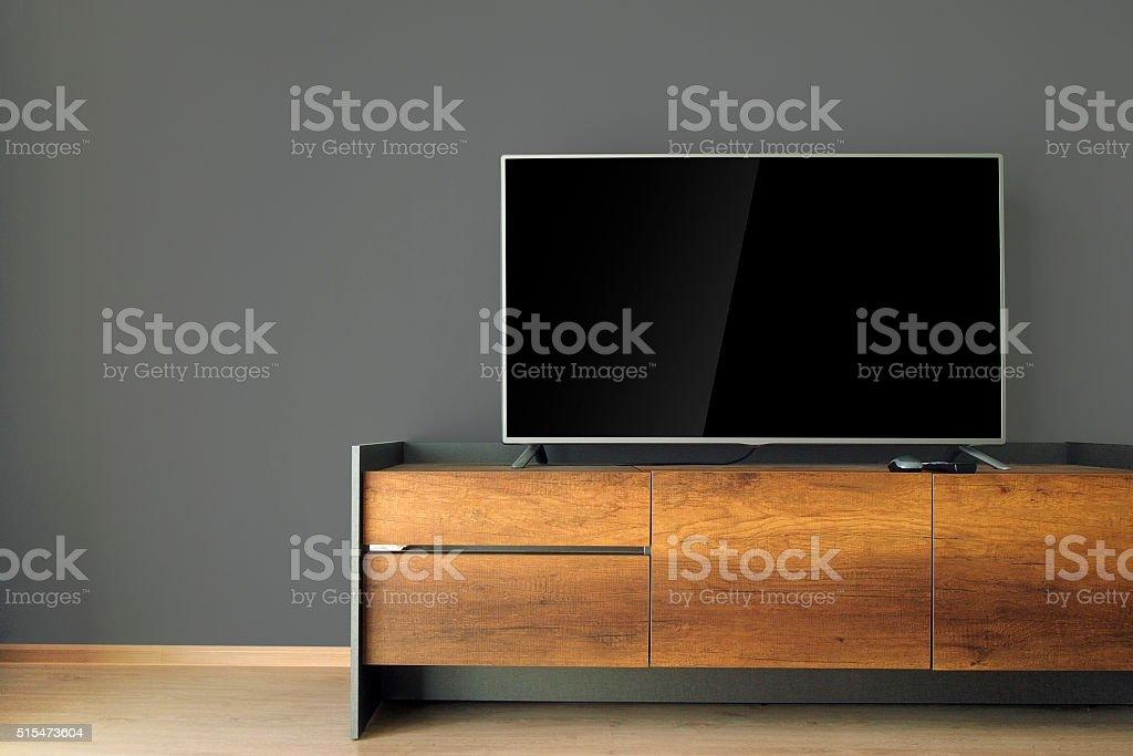 Televisor LED con soporte de TV con pared, negro - foto de stock
