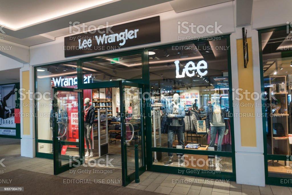 new style bf588 27872 Lee Cooper And Wrangler Store - Fotografie stock e altre ...