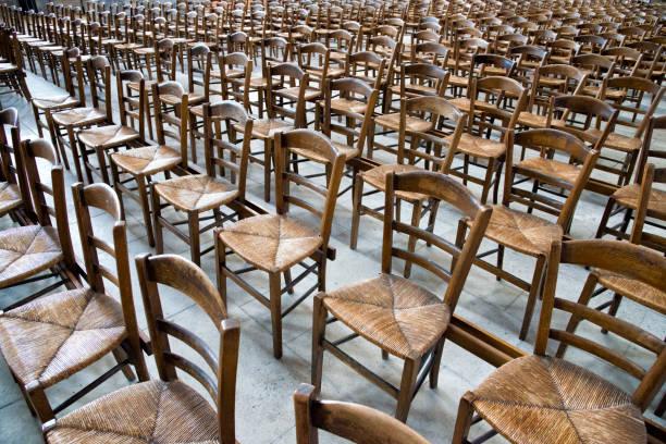 Leere Sessel in Einer Kirche – Foto