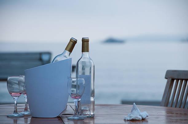 Empty Weinflaschen in Strandbar #_jwk1724 – Foto