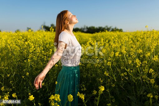 istock Left daydreaming 639568436