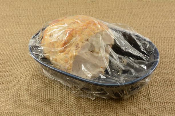 izquierda overs de pechuga de pavo asada de acción de gracias - thanksgiving leftovers fotografías e imágenes de stock