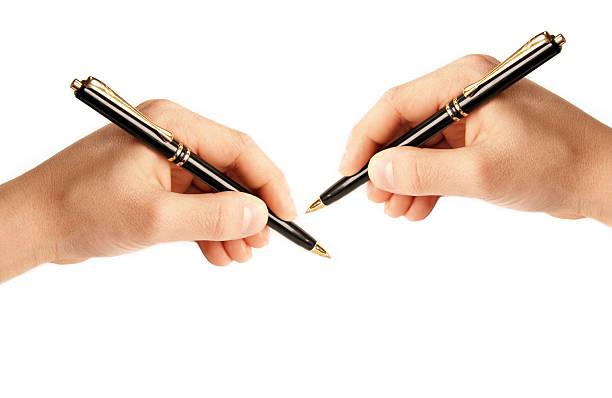 gauche ou droite-mains-mains écrire - gaucher photos et images de collection