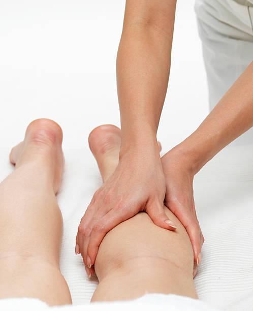 massage des jambes - membre photos et images de collection