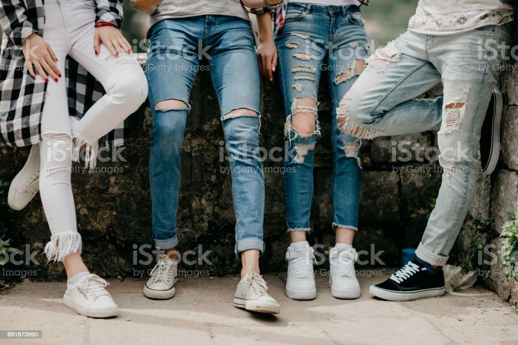Beinschuss vier Freunde – Foto
