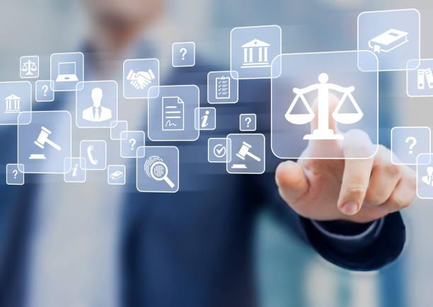 아이콘으로 비즈니스 계약 및 법안, 국방 변호사, 공증 서류, 법원 전문가, 개념에 대 한 컨설팅 작업을 제시 하는 전문 사람과 법률 자문 서비스 - 정의 뉴스 사진 이미지
