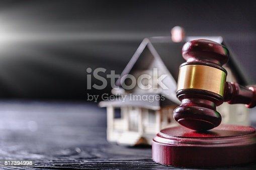 istock Legal. 817394998