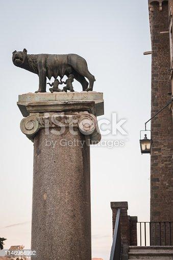 Légendaire statue de Romulus et Remus nourrie par le loup à Rome Italy