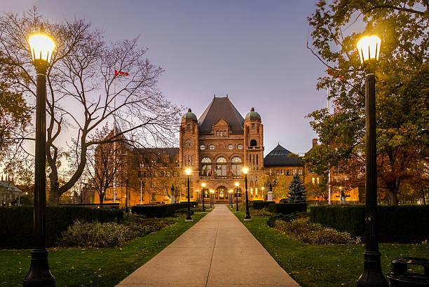 legislative assembly of ontario at night - toronto, canada - 토론토 온타리오 뉴스 사진 이미지