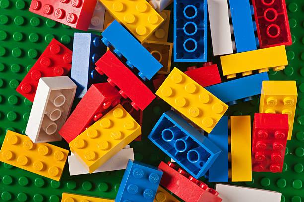lego-bausteinen spielen - lego stock-fotos und bilder