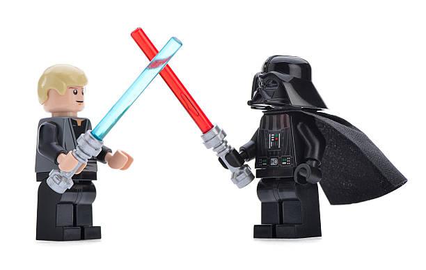 lego darth vader vs luke skywalker - star wars - fotografias e filmes do acervo