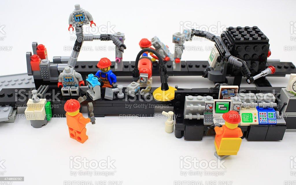 Lnea de produccin de una fbrica de lego fotografa de stock y lnea de produccin de una fbrica de lego foto de stock libre de derechos voltagebd Gallery