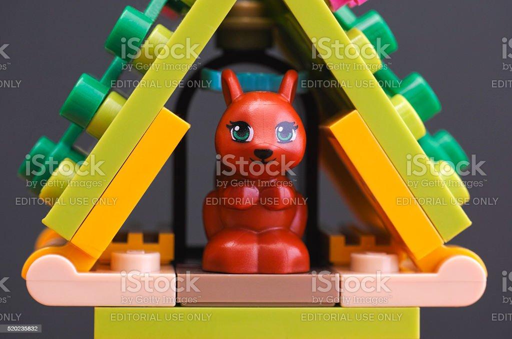 Amici Di Lego Scoiattolo Nella Sua Casa Fotografie Stock E Altre