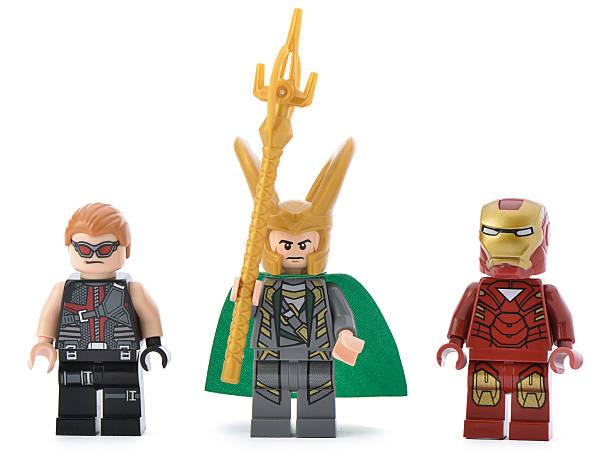 lego marvle super-helden minifigures - lego flugzeug stock-fotos und bilder