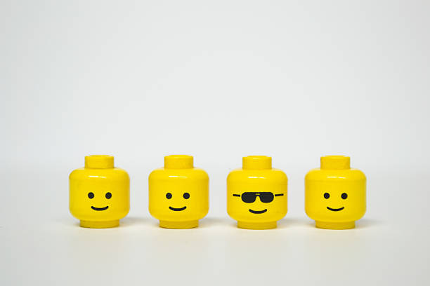 lego mini silhouette heads - répétition photos et images de collection