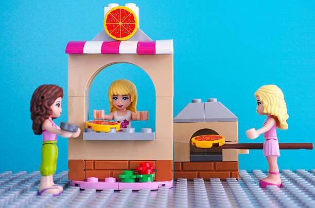lego-pizzeria - pizzaofen kaufen stock-fotos und bilder