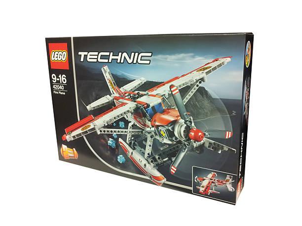lego technic fire plane 42040 set - lego flugzeug stock-fotos und bilder