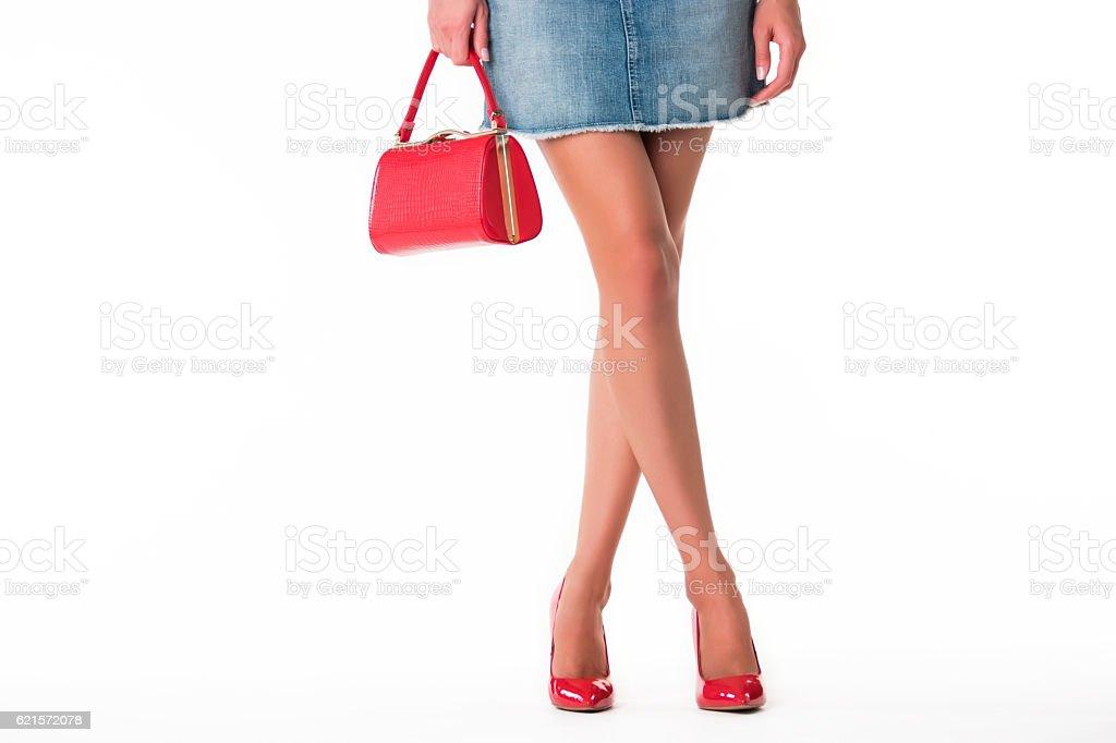 Legs in heels and handbag. photo libre de droits