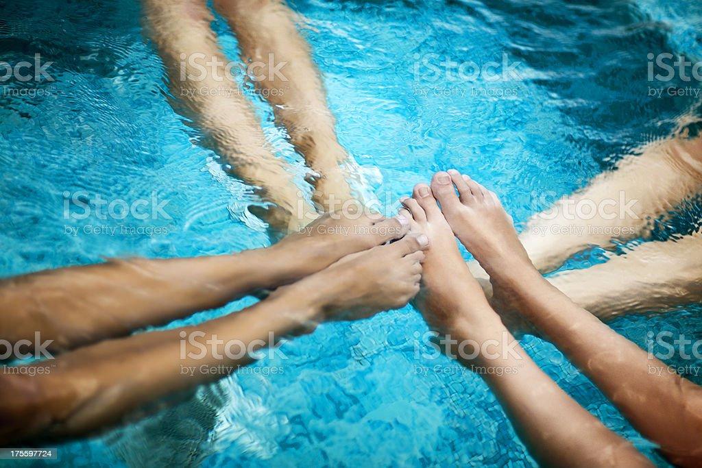 Jambes dans la piscine - Photo