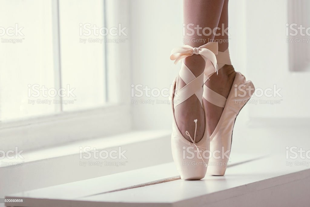 Jambes d'une ballerine en pointe - Photo