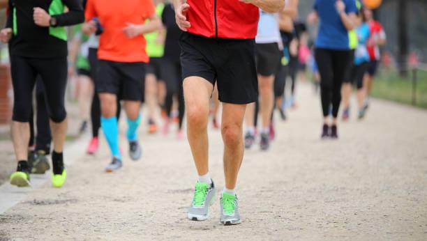Beine von Läufern beim Footrace Rennen in der Stadt – Foto