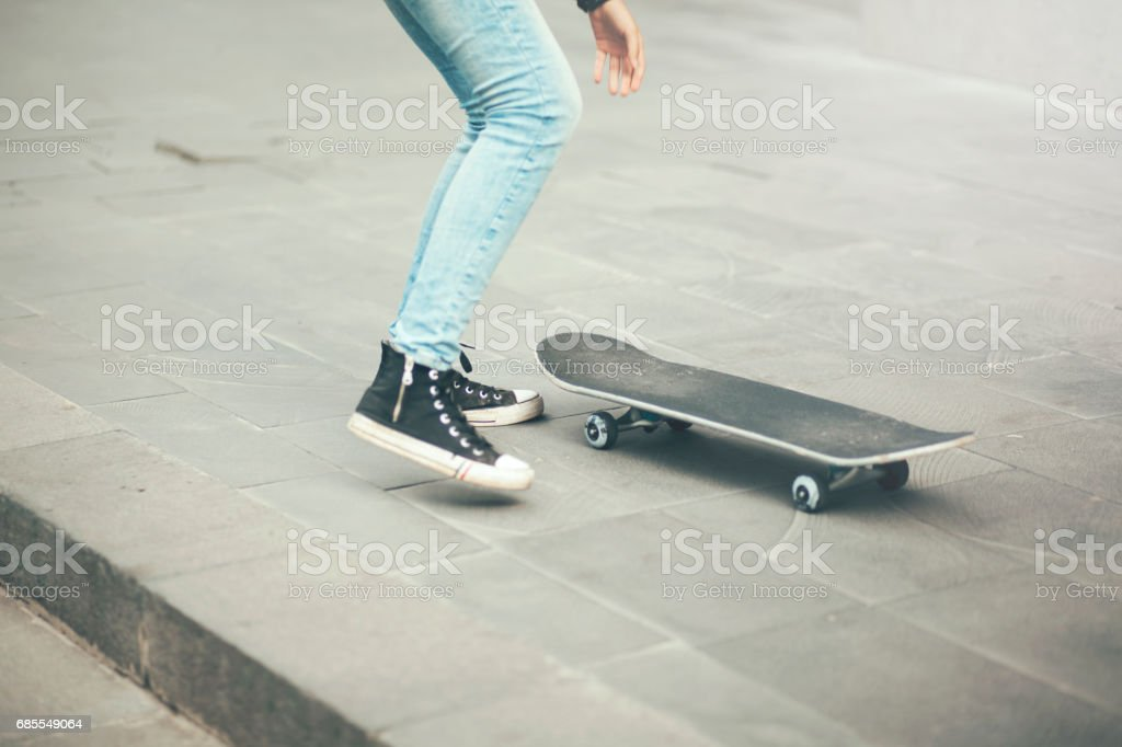 legs on skateboard 免版稅 stock photo
