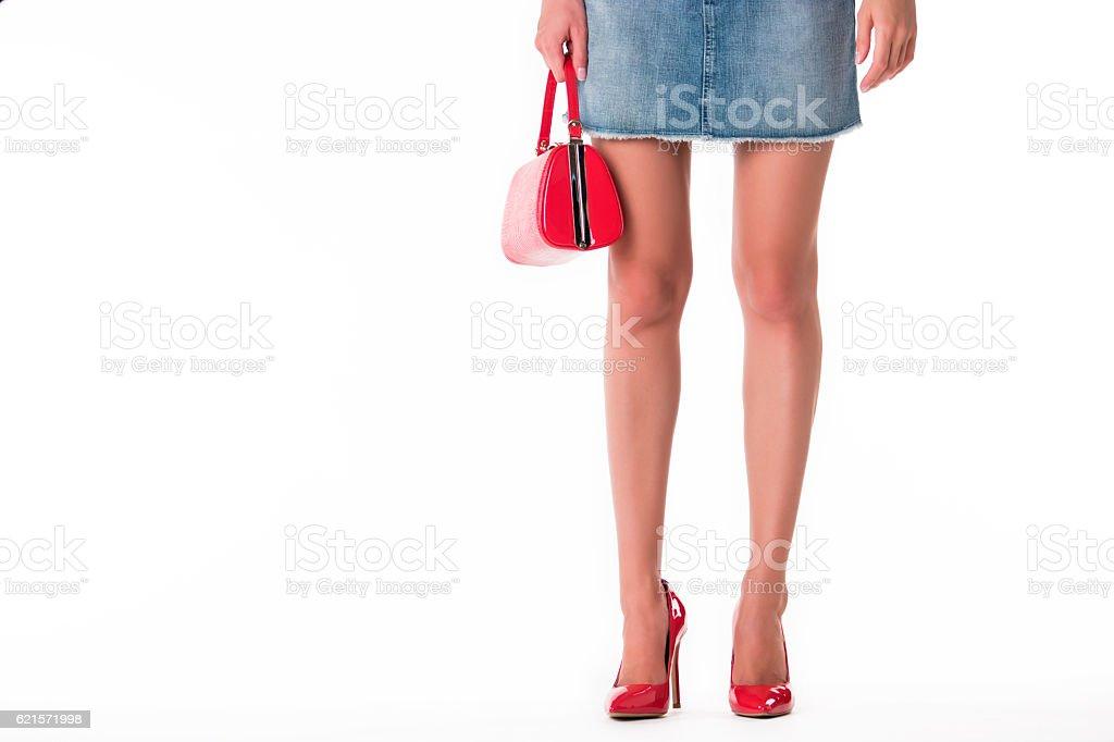 Legs wearing heels and purse. photo libre de droits