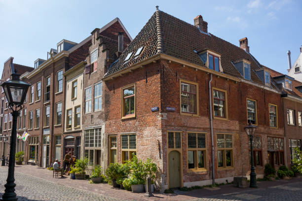 Leiden American Pilgrim Fathers Museum at the corner of the Beschuitsteeg in Leiden Leiden, Netherlands - July 17, 2018: Leiden American Pilgrim Fathers Museum at the corner of the Beschuitsteeg in Leiden leiden stock pictures, royalty-free photos & images