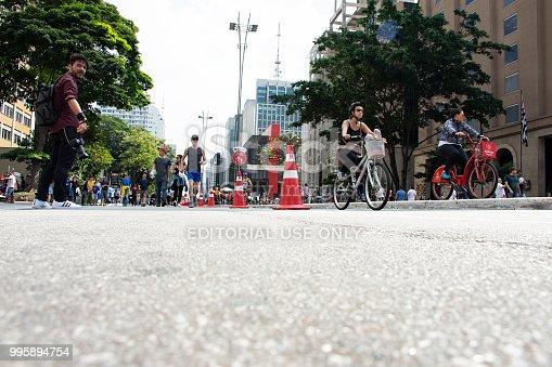 863454090istockphoto Leisure day at Avenida Paulista 995894754