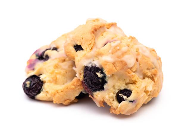 citron och blåbär scones på en vit bakgrund - scone bildbanksfoton och bilder
