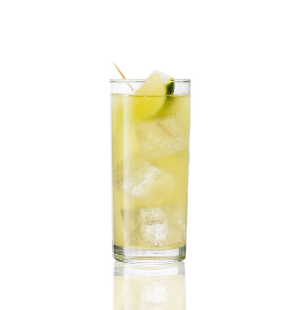 얼음과 라임 레몬 음료 - 레모네이드 뉴스 사진 이미지