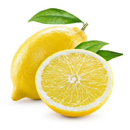 Limone Con Metà Della Frutta E Foglie Isolato Su Bianco - Fotografie stock e altre immagini di 2015