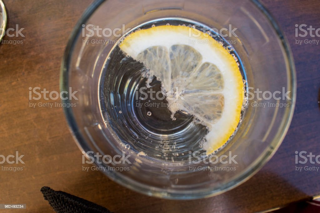 Lemon in a glass with a soft carbonated drink. - Royalty-free Blowing Stock Photo