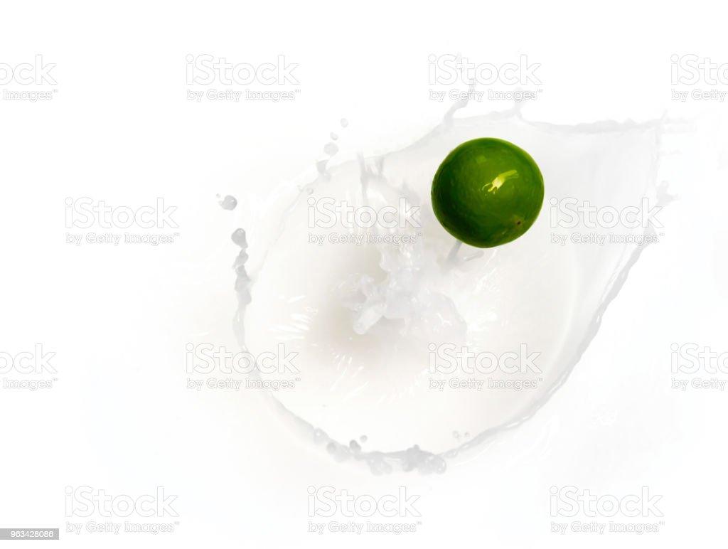 Limonka cytrynowa w mleku na twaróg zdrowej żywności - Zbiór zdjęć royalty-free (Bez ludzi)