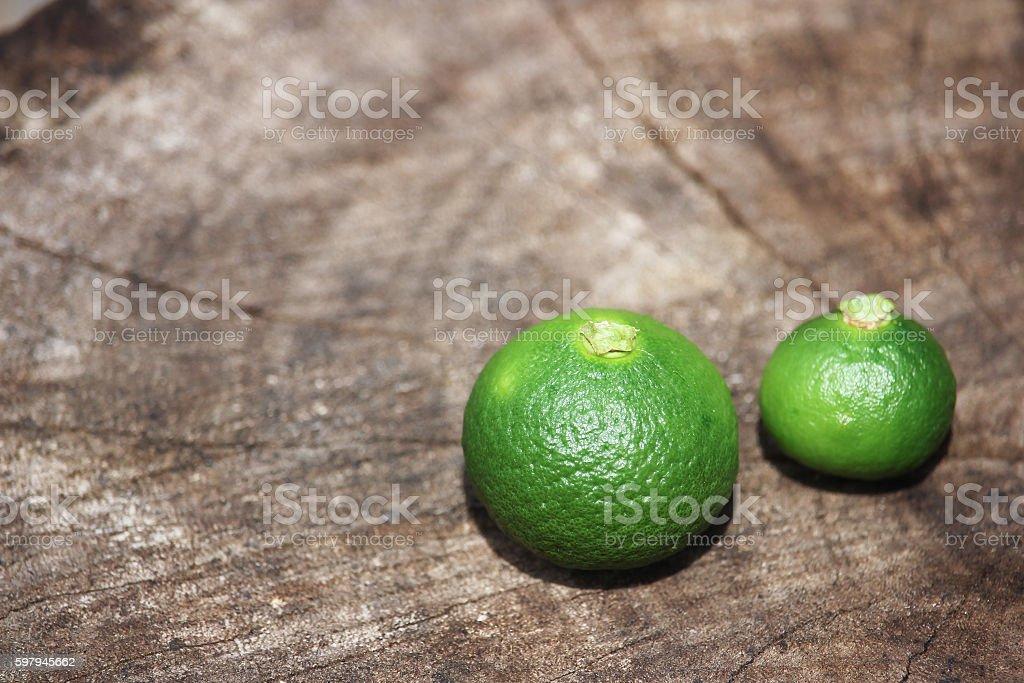 lemon on wood Background foto royalty-free