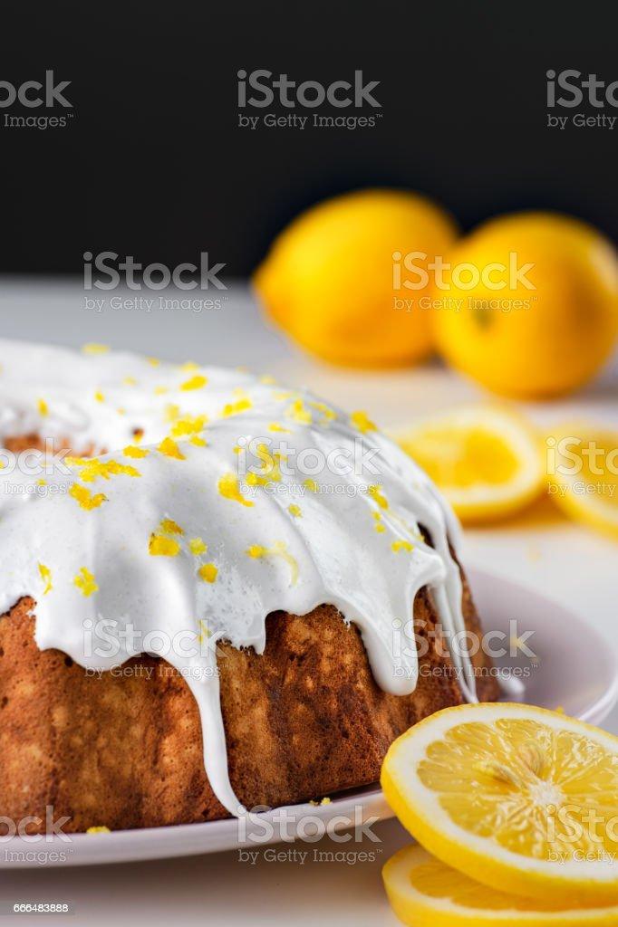 Lemon pound bundt cake - foto de acervo