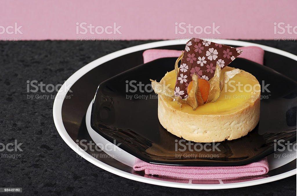 Zitronentorte auf pink und schwarz Lizenzfreies stock-foto