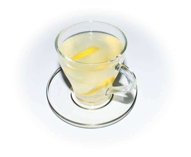 tee mit zitrone in ein glas-tasse - heiße zitrone stock-fotos und bilder