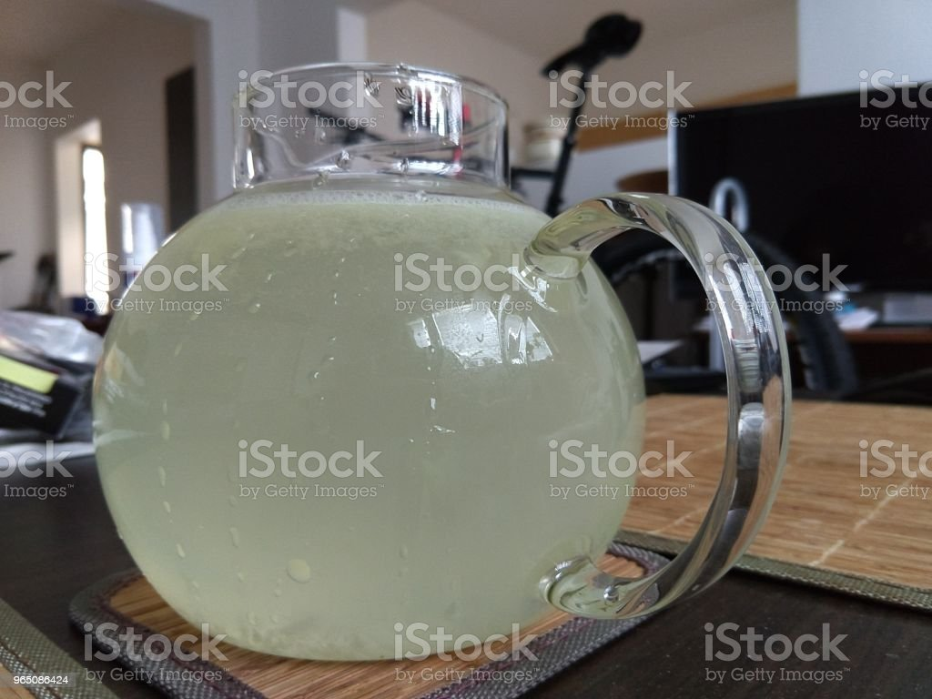 Lemon water - lemonade in a glass bowl. zbiór zdjęć royalty-free