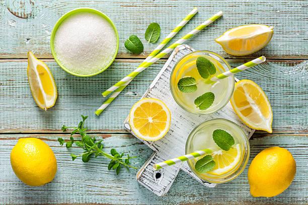limonade - zitronenspeise stock-fotos und bilder