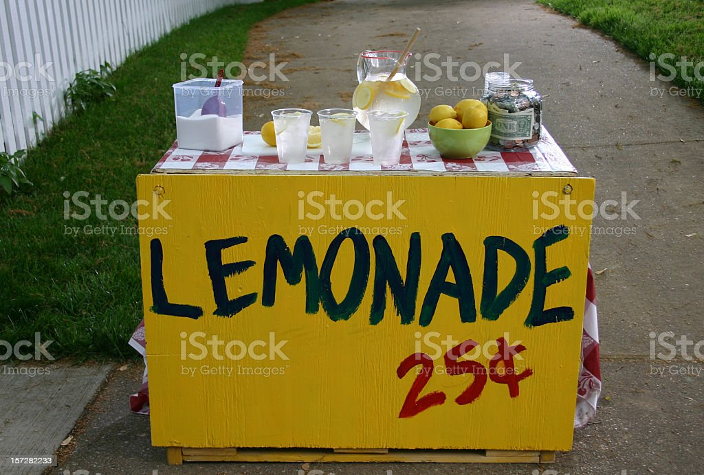 A lemonade stand for 25 cents a cup stock photo