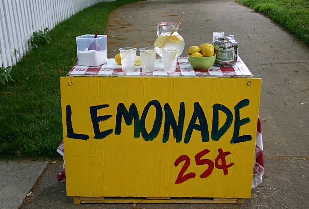 A lemonade stand for 25 cents a cup A classic summer lemonade stand.  lemonade stand stock pictures, royalty-free photos & images
