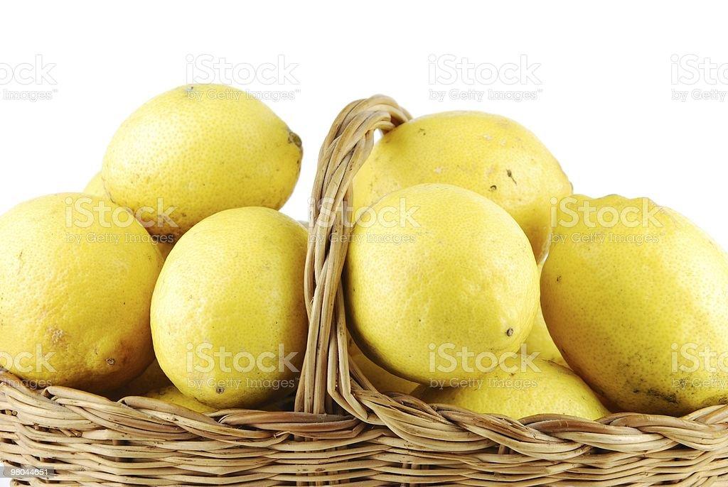 Limoni in un cesto di vimini foto stock royalty-free