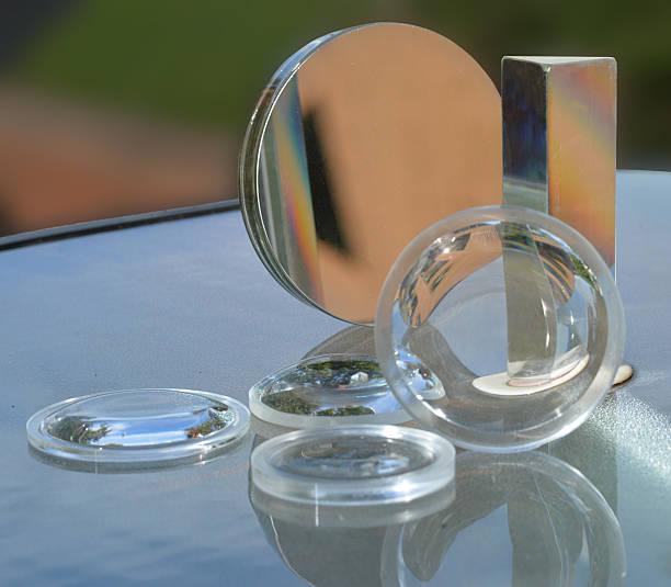 verres, un miroir de maquillage, et prisme - concave photos et images de collection