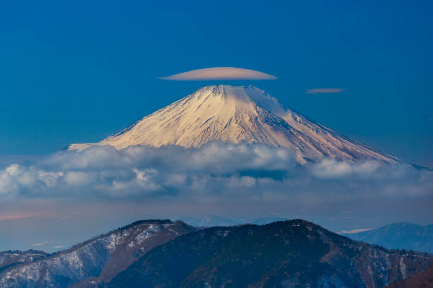 Lenticular cloud on the top of Fuji-san Lenticular cloud on the top of Fuji-san. Photo was taken from Tanzawa ranges. lenticular cloud stock pictures, royalty-free photos & images