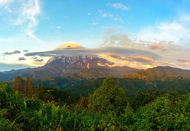 Lenticular clouds over Mount Kinabalu at sunset Lenticular clouds over Mount Kinabalu at sunset near Pekan Nabalu, Sabah, Malaysia. lenticular cloud stock pictures, royalty-free photos & images