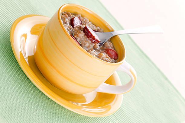 linsensuppe - linseneintopf mit speck stock-fotos und bilder