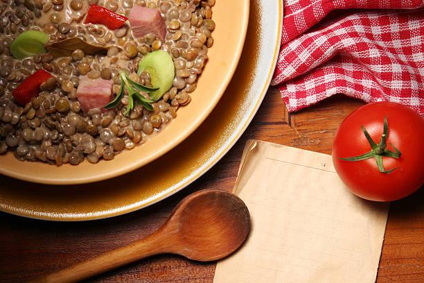 linse stew - linseneintopf mit speck stock-fotos und bilder